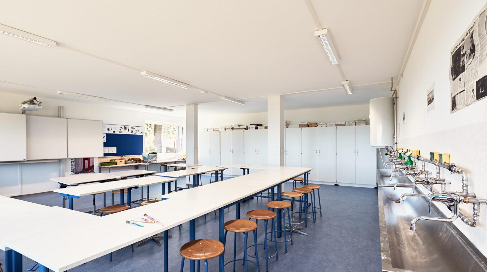 Schulgebäude Cernier 04