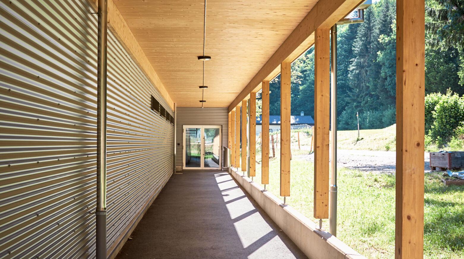 Schulgebäude Cernier 03